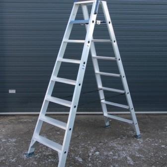 Dubbele trap 8 treden met beugel werkhoogte 4 meter huren for Meter trap
